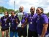 Equipo violeta con su trofeo y medallas