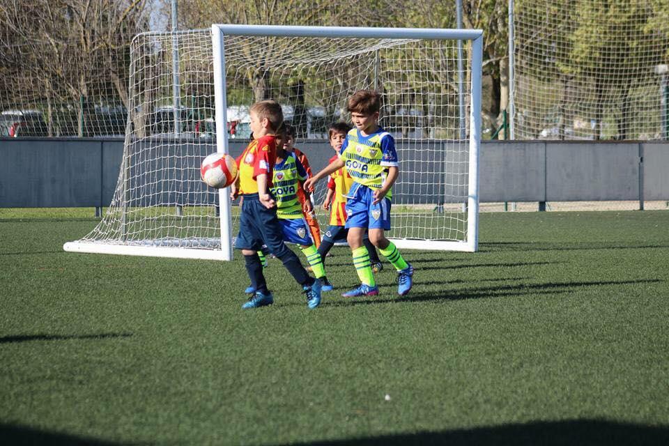 Equipos de Bayamón FC jugando un partido en España