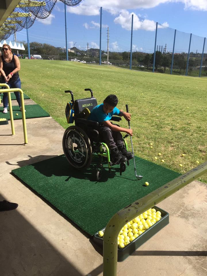 Joven Participante del 5to Festival de Golf de Educación Física Adaptada