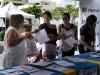 Orientamiento en los booths a participantes de la actividad
