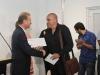 Alcalde de Bayamón entregando primer premio