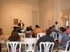 Participantes del taller aprendiendo sobre caligrafía japonesa