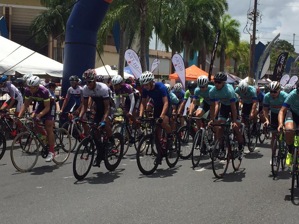 Ciclistas arrancando la carrera