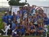 Equipo de Bayamón y entrenadores con sus medallas y trofeos