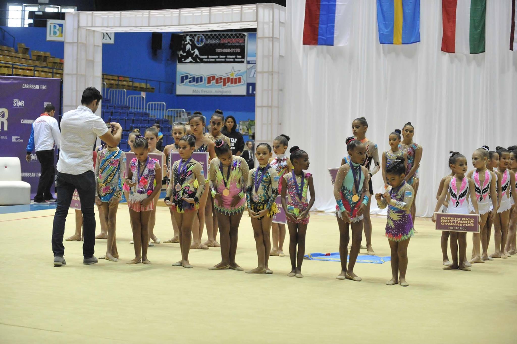 Niña participantes del Caribbean Star Rhytmic Gymnastics Invitational