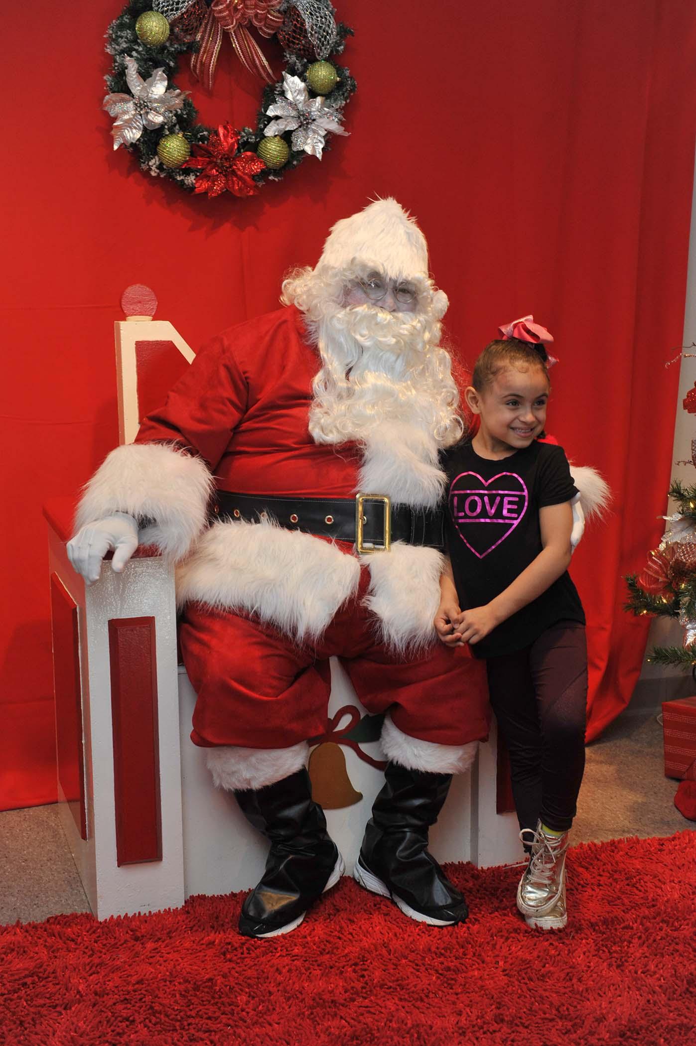 Santa junto a niños