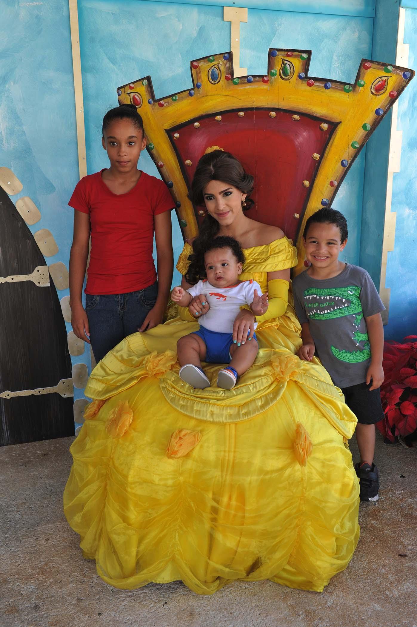 La Princesa Bella junto niños