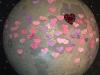 La luna del Museo el Planetario decorada con corazones con mensajes