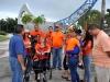 Pacientes de Esclerosis Múltiple junto a sus familiares frente a ala Estrella del Norte
