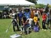 Visitantes apreciando el eclipse solar desde un telescopio