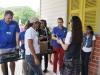 Repartición de gafas a visitantes para ver el eclipse