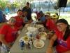 Participantes del Seccional comiendo