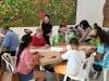 Participantes creando sus obras