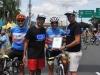Ciclistas mostranso su reconocimiento dado por el Municipio de Bayamón