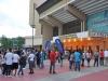 Fanaticos en las afueras del Coliseo Ruben Rodriguez