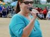 Norma Cruz dirigiendose a los presentes