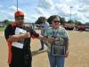 Soraya Rosado recibiendo su placa de reconocimiento
