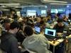 Participantes del evento IOT Village- Hacker Lab Series trabajando en sus programaciones