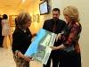 La arquitecta Norma Machado y su esposo comparten detalles del nuevo Museo de Arte con la actriz Angela Meyer.
