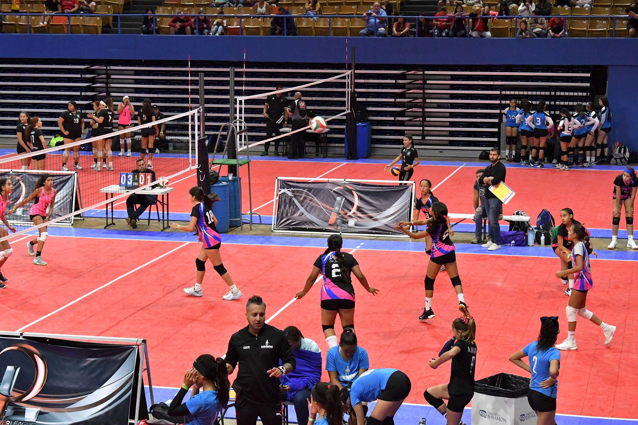 Jugadoras en torneo de Volleyball