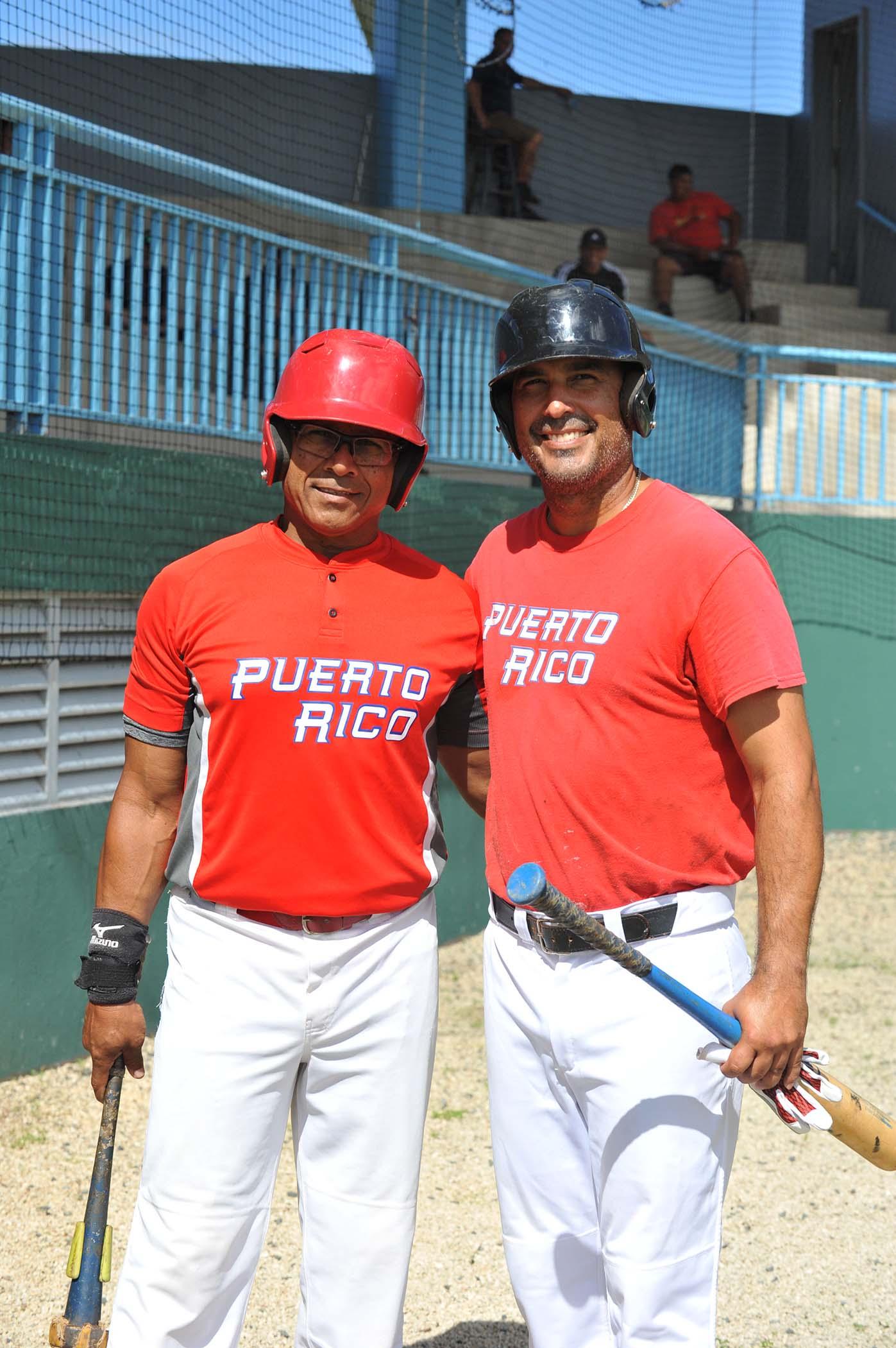 Del equipo de PR Enrique Ayala Jug AA 600 Hits y Kelvin Rivera dirigente