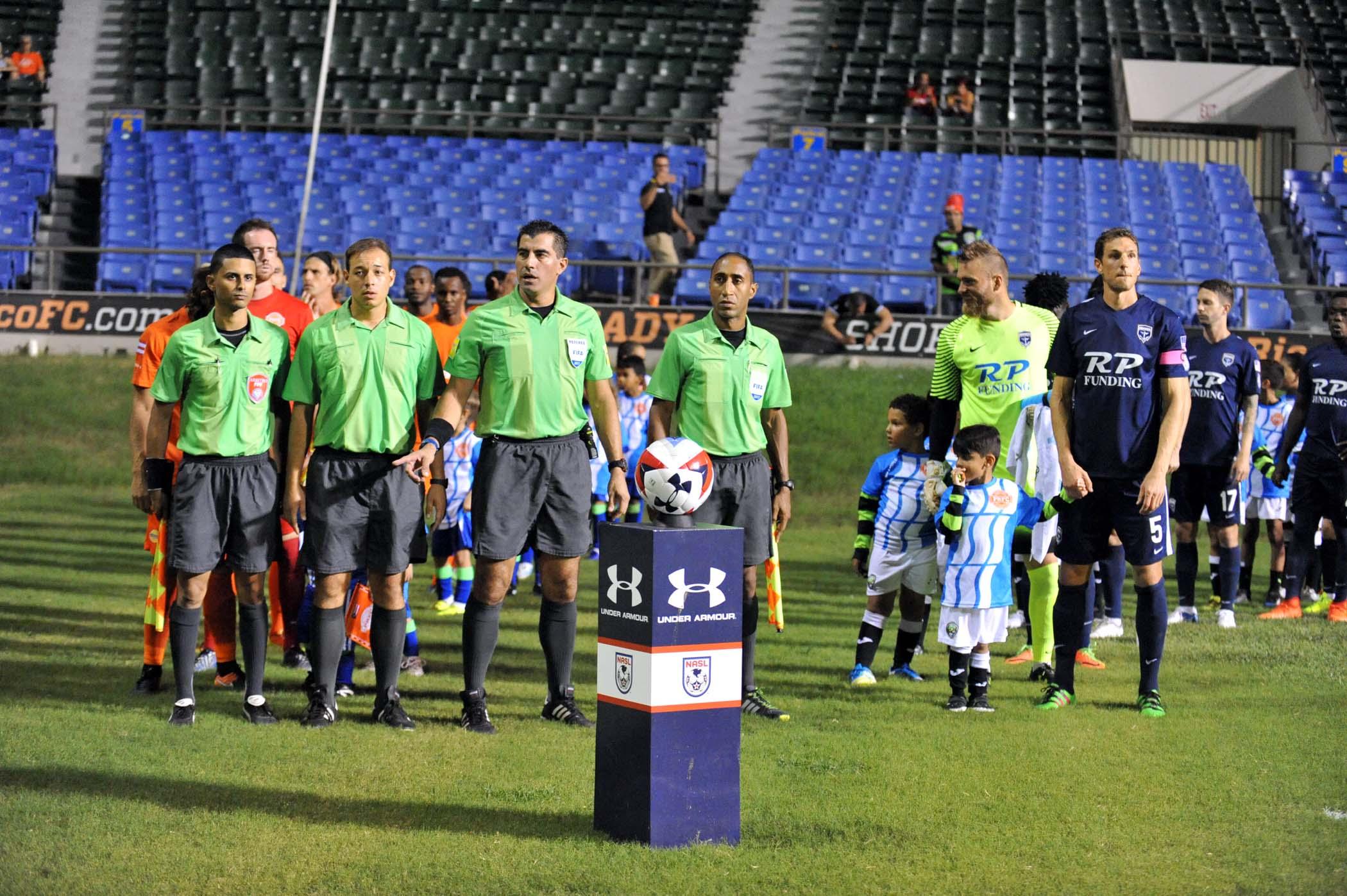 Equipos PRFC y JAX ARMADA FC antes de comenzar el partido