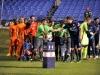 Saludo entre referees y jugadores