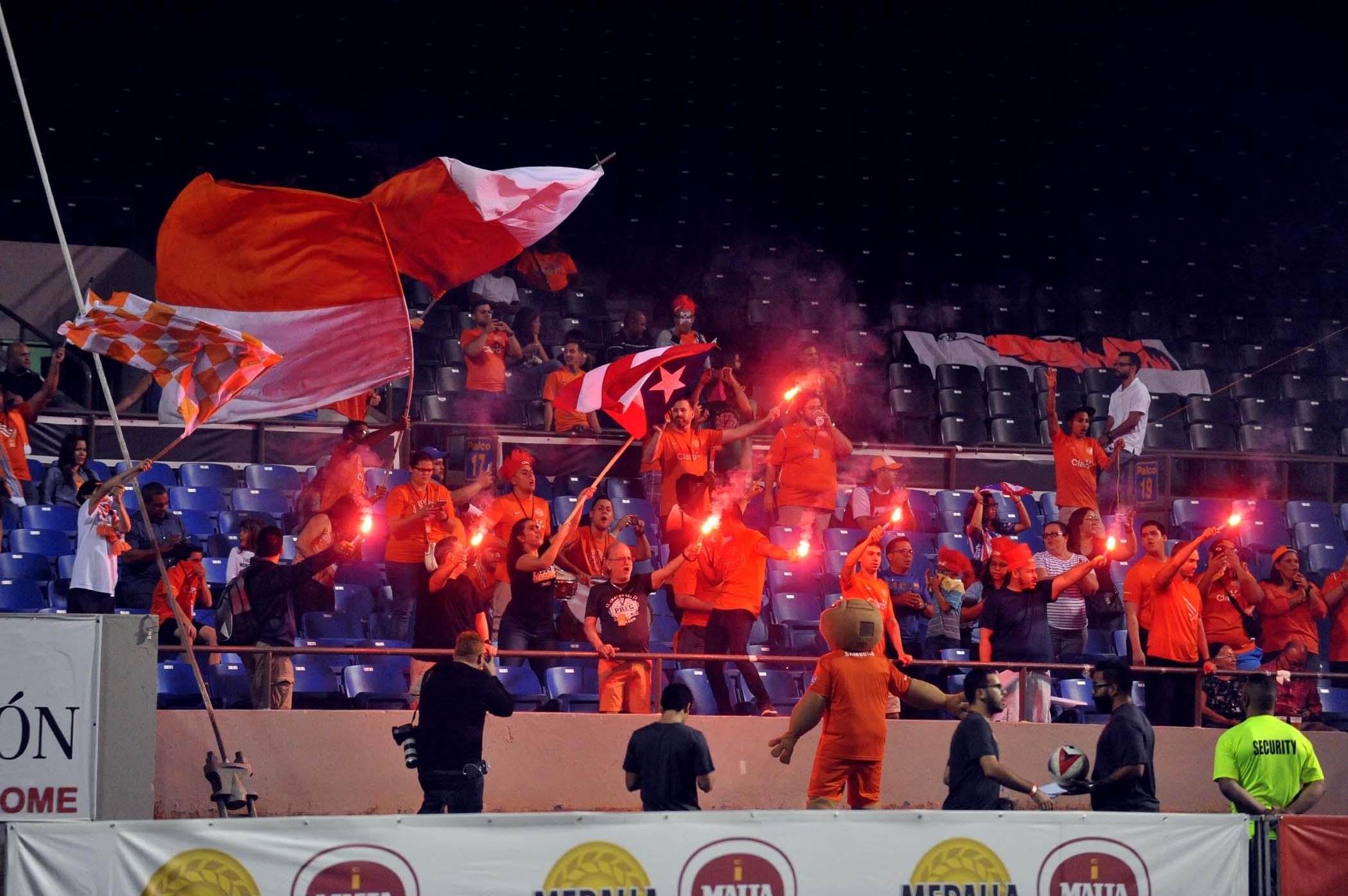 Público del equipo naranja