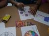 Participantes haciendo sus obras