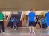Lideres y maestros demostrandole a los estudiates el manejo del balón