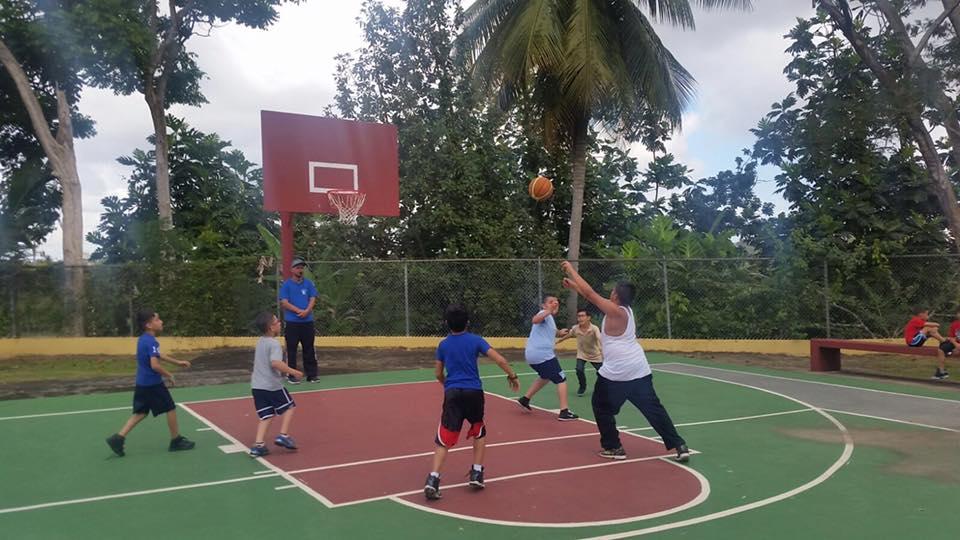 Jovenes estudiantes en acción