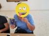 participante mostrando su emoji