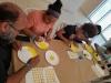 Participantes realizando sus emojis