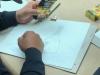 Empleado dibujando su obra