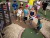 Niños participando en el Torneo de Mini Golf