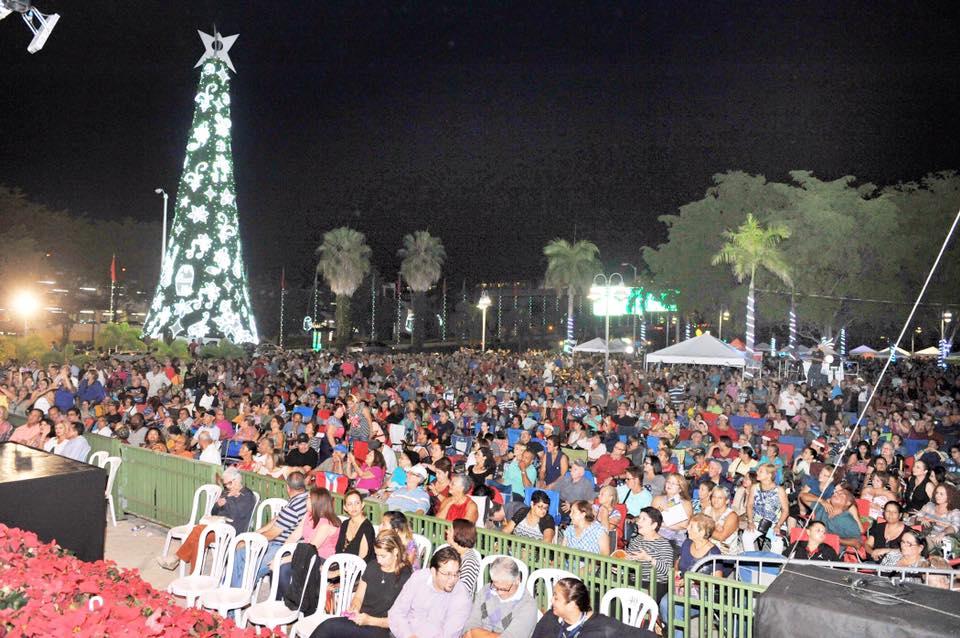 Miles participan en el Encendido de Bayamón