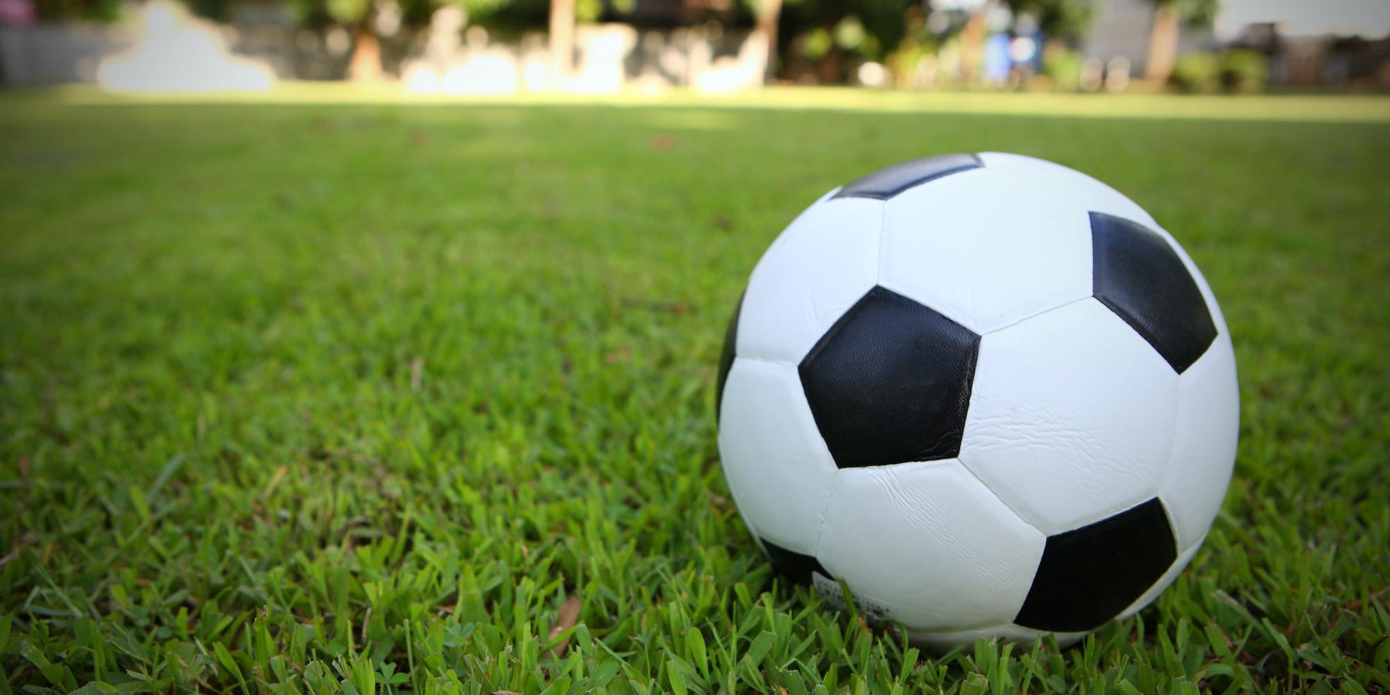 Pelota de Soccer en la grama