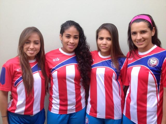 De izquierda a derecha: Selimar Pagan, Noelia Reyes, Anne Lee Mendez y Karina Socarras