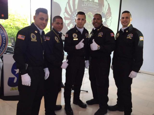 Jóvenes que se graduaron de Especialistas de Búsqueda y Rescate