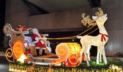 Santa Claus en su Trineo de Luces