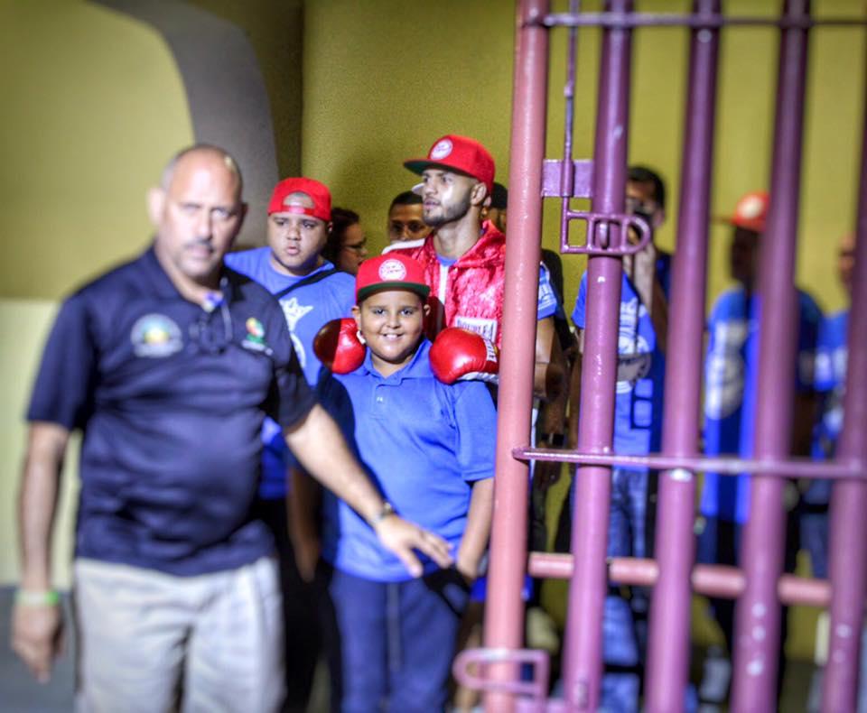 Jose Cheito Roman junto a su fanaticada