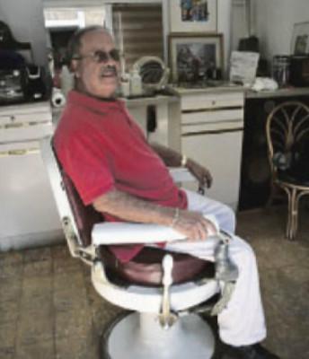 Aún conserva una antigua silla.