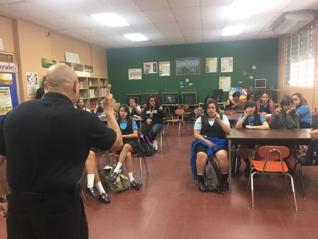 Municipio de Bayamón extiende curso de lenguaje de señas