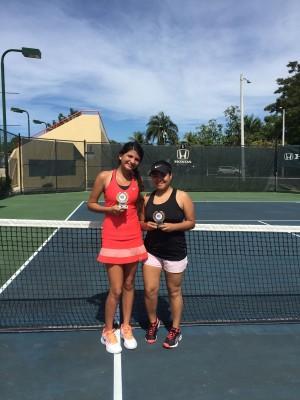 Daniela Latoni y Jennifer Gomez Kiss campeonas dobles femeninos categoria 18 años
