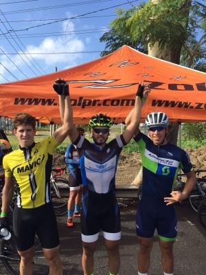 De Izquierda da derecha, Anthony Seppy, tercer lugar, Carlos Aponte Jr, Primer lugar y Luis David Rivera, tercer lugar Circuito Vaquero Febrero 2017