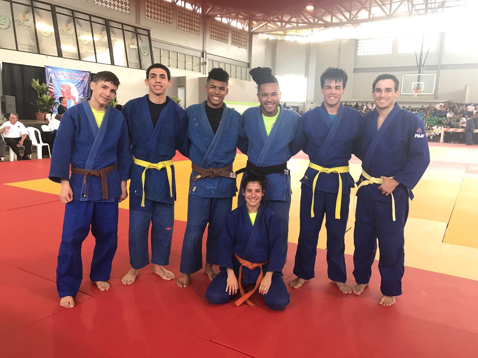 Equipo Bayamon - Chris Rosado, Carlos Mendez, Yavied Kulian, Henry Vidal, Ricardo Sevilla, Jean Carlo Rivera y Allizone Figueroa