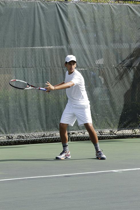 Joven jugando Tenis