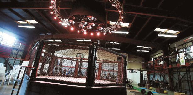 Ring del MaxxFC Gym en Bayamón