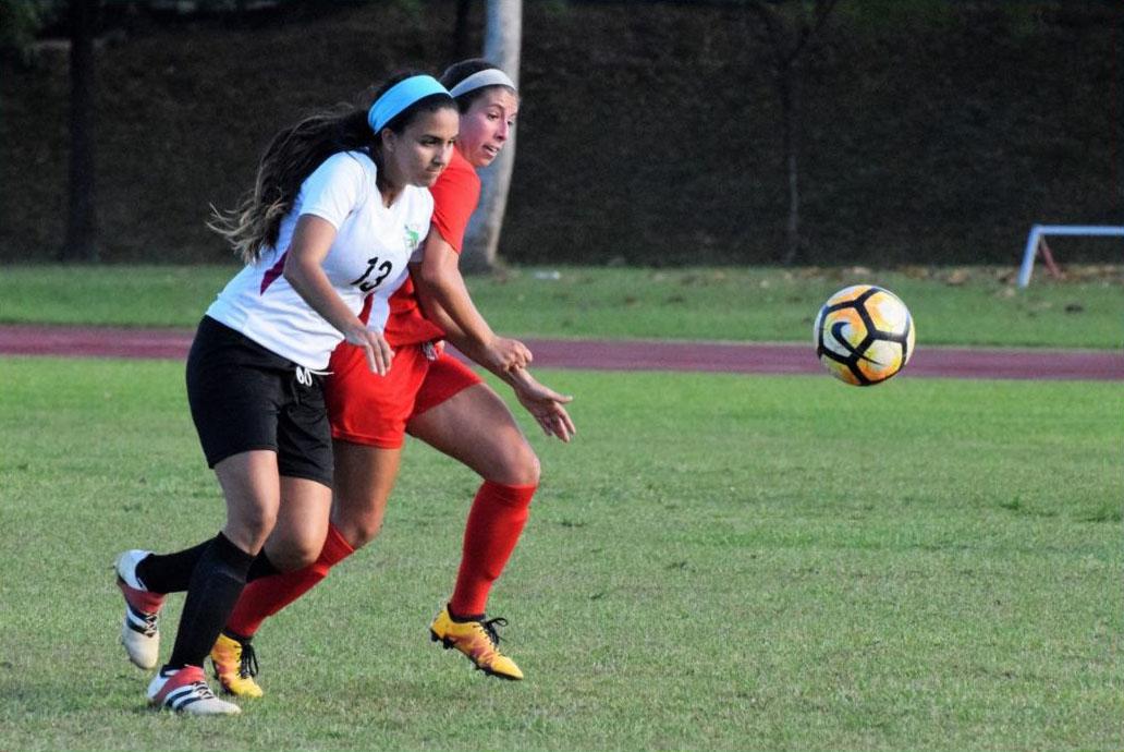 Jerezanas de la UPR Barren con las Cocodrilas en el Fútbol