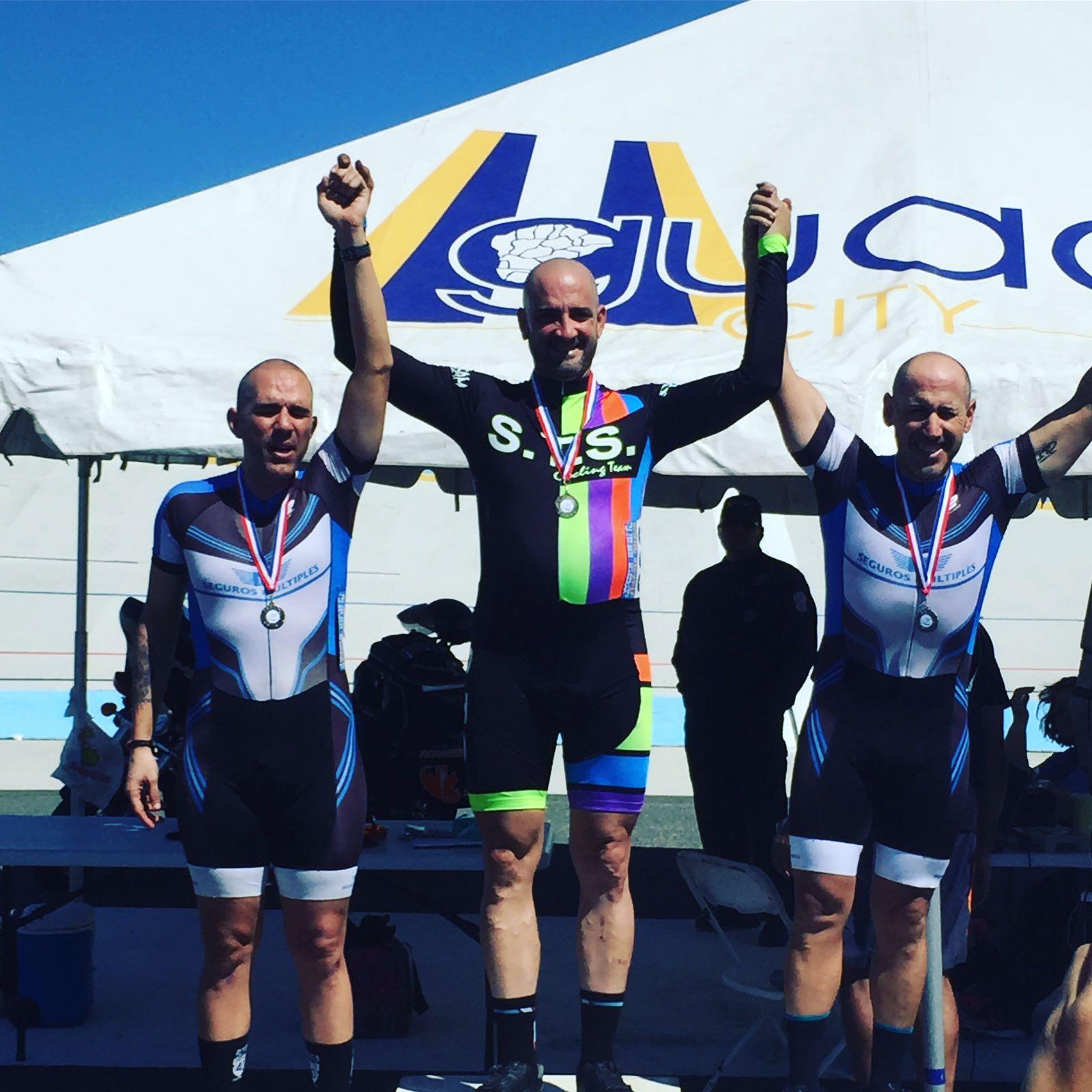 Roberto Colon 3er lugar Bayamon a la izquiera y a la derecha Julio Villanueva 2 do lugar Tempo Race categoria Master 30+